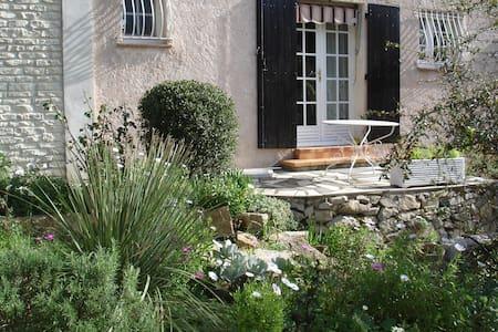 villa 2ch sejours sbwc cuisin 70M2 - Le Revest-les-Eaux - Villa