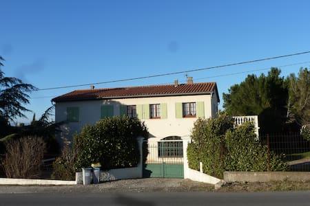 Le Clos Marie , Route des Corbières - Hus