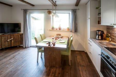 Almjodler Fewo mit zwei Terassen - Appartamento