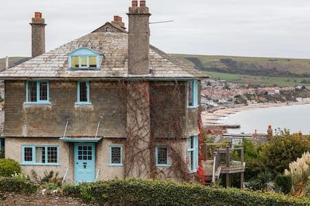Double Bedroom in Family Home with Shared Bathroom - Swanage - House