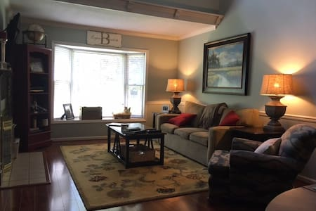 Downtown Southern Pines Townhouse - Townhouse