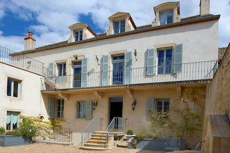 La Grande Maison, stunning elegant 3 bd/3 bth home - House