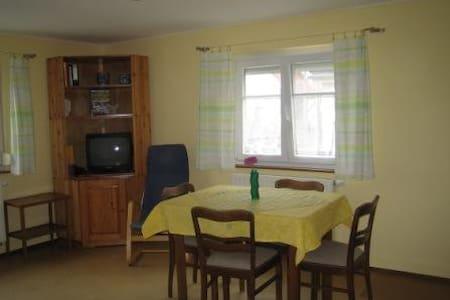 gemütliche Wohnung mit 2 Zimmern, Küche u. Bad - Tübingen - Leilighet