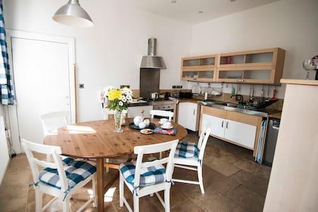 Shire Cottage | Knaresborough | Sleeps 6 - Knaresborough - Casa