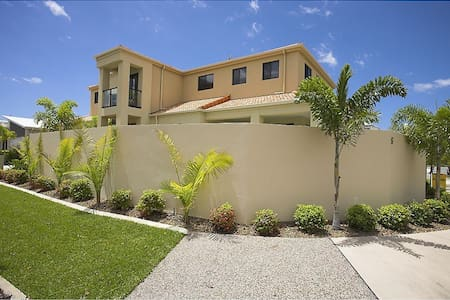 Lge Spacious Home inc Pool+3 BR (C) - Parrearra - House
