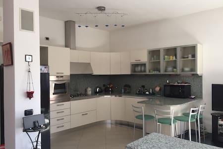 Wonderful Modern Flat Milano FIERA - Lejlighed