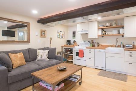 Homey Hawthorne Hobbit House - Portland - Apartment