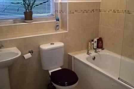 Cosy single room/free parking/Wi Fi - Brighton - Lejlighed