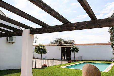 Casa La cigüeña, con piscina y wifi - Haus