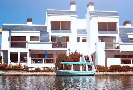 希臘風格的建築外觀,海岸邊,離機場不用10分鐘,城市中唯一的淨土! - Foster City - Villa