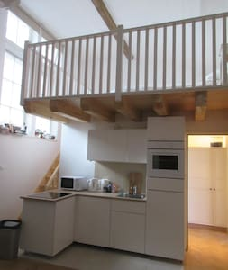 Studio converted from old school in town centre - Apartment