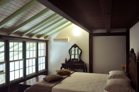 Suite p/3 com café Centro Histórico - Hus