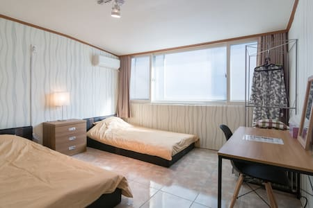Hongdae Twin Bedroom AB Guest House - Mapo-gu - Apartment