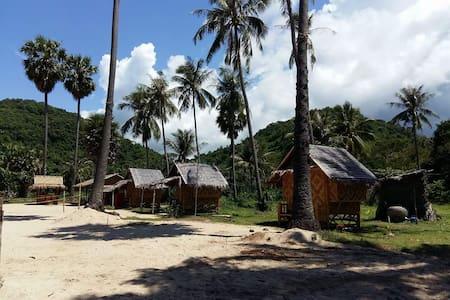 Ban Bangrajan 3 Muayboran Khanom - Hut