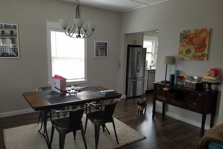 Remodeled 1920's craftsman, clean, tasteful space. - Tacoma - House