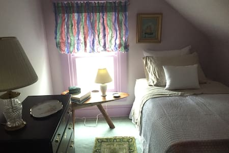 Sweet Room in Lovely Home - Lansdowne - Dom