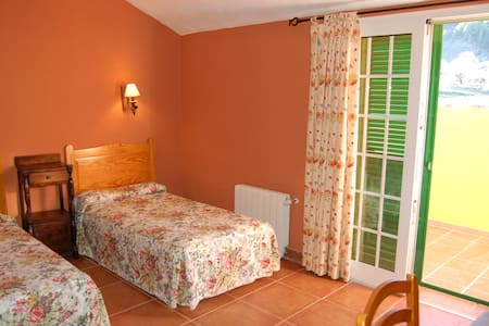 Hostal El Sombrerito - Bed & Breakfast