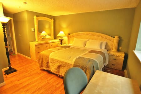 Room A with Private Bathroom - Lynnwood