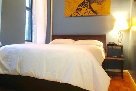 You will be staying with a young couple in a great location, just blocks from the heart of the Lower East Side. Our apartment is close to the subway, great food, awesome NYC sights and nightlife.