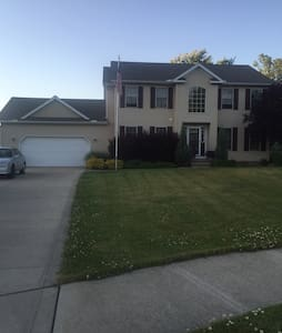 Comfy home near lake30 min from CLE - Mentor - Hus