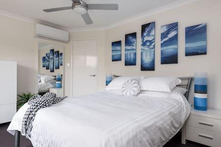 Modern Ocean Vista Townhouse - Doubleview - Casa a schiera