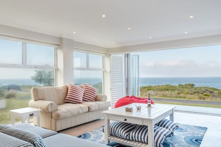 Kleinmond Seafront Family Holiday Home - Hus