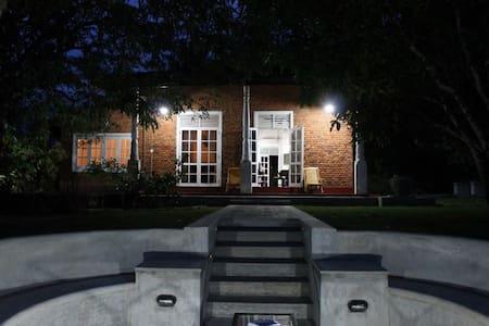 Sinharajah Cottage - Bungalou