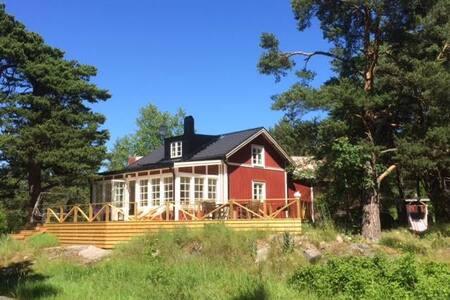 Villa i skärgårdsbyn Svartnö - Huis