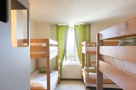 Chambre de 6 personnes avec 1/2 pension - Saint-Privat-d'Allier