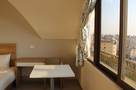 Spacious studio in the center of Jbeil - Társasház