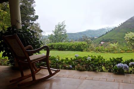 Room in the Nilgiris - Oda + Kahvaltı