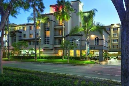 Luxury apartment in the heart of Disneyland. - Anaheim - Huoneisto
