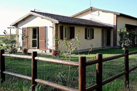 VILLINO IN TIPICA MASSERIA TOSCANA - Casa