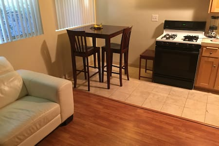 Private Apartment on Hollywood & Highland - Los Angeles - Appartamento