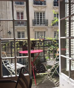 Salon with balcony near Montmartre - Pariisi