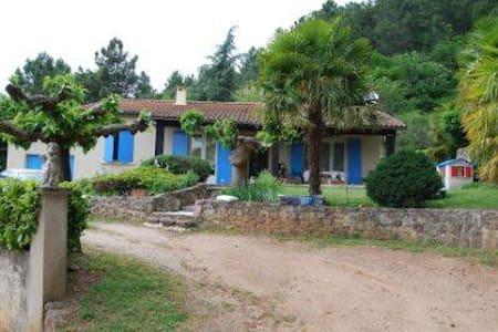 Chambre privée dans cadre magnifique - Privas - Rumah