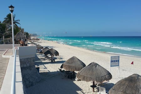 Cancun beach front vacation condo! - Apartment