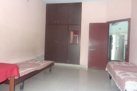 Individaul Spacious room available for Rent and PG - Ahmedabad - Bungalow