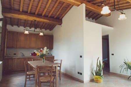 Beautiful apartment near Volterra - Wohnung
