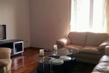 Semi - lux apartment City kvart - Apartamento