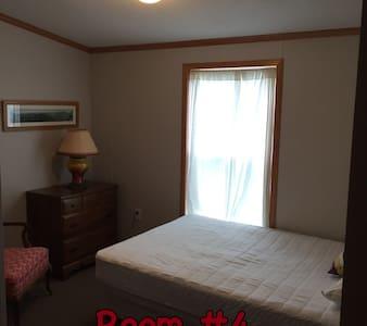 Winter Harbor Village Dorm Room 4 - Internat