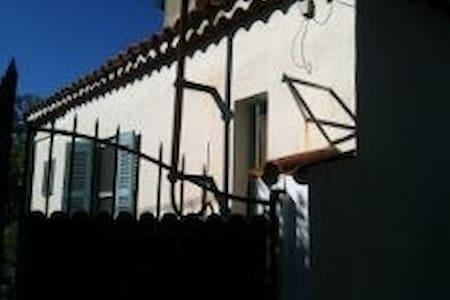 Studio 27m² indépendant dans une maison provençale - Antibes