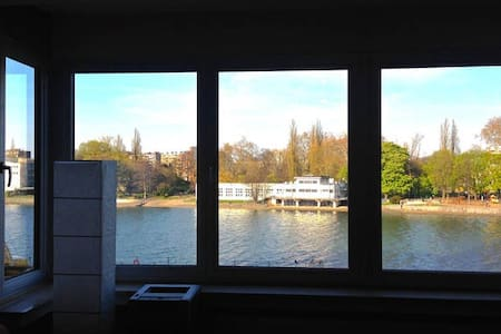 Spacious apt - view over the river! - Apartment