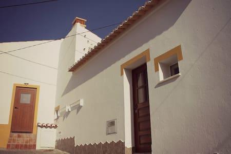Casa Avó Maria - Bordeira - Hus