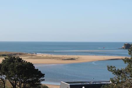 Maison de charme avec magnifiques vues sur la mer - House