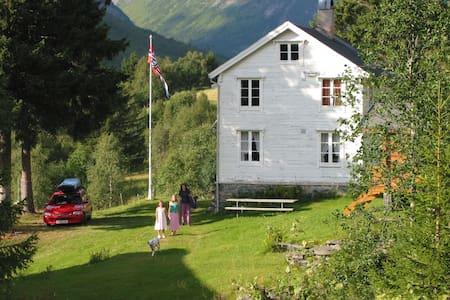Høghjelle - Valldalen - House
