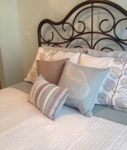 Lovely Home Be Pampered in style! - Pella - Bed & Breakfast