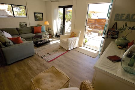 Heart of Leucadia Beach Living - Lakás