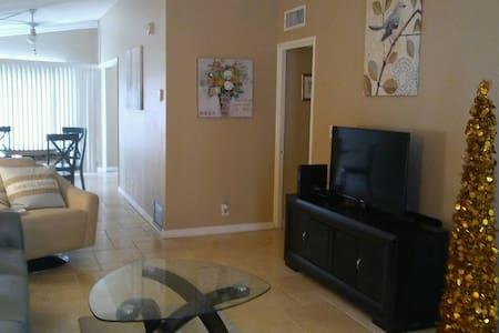 S. FL...Walk to beach, Private one BR condo - Pompano Beach - Condominium
