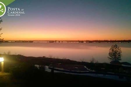 Veni a disfrutar y a pescar frente al rio Parana! - Cabane